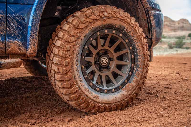 Bf Goodrich Mud Terrain Tires >> Lt33x12 50r17 Bf Goodrich Mud Terrain T A Km3 Radial Tire 01898