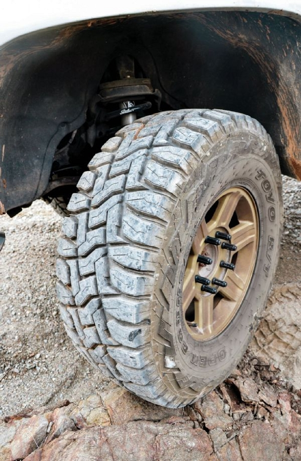 lt305 55r20 toyo open country r t rugged terrain tire 351230